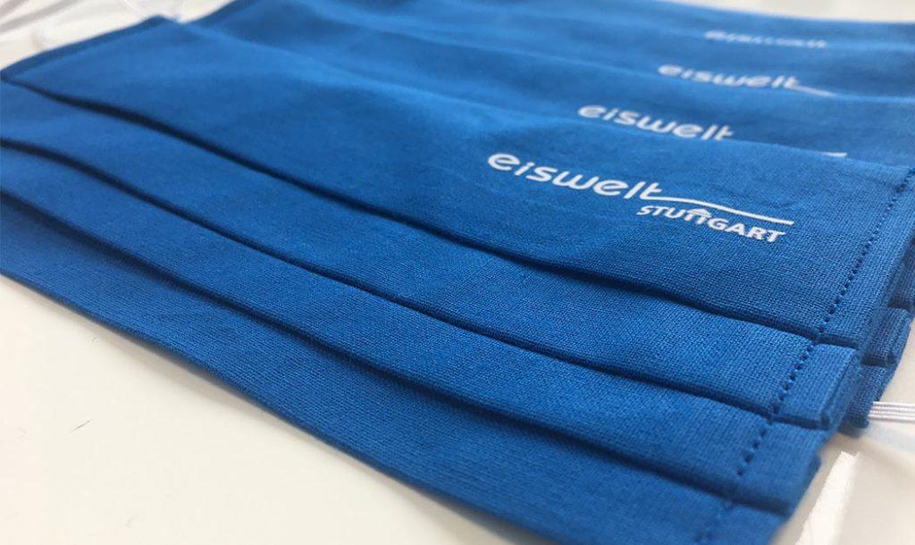 Masken für die Eiswelt Stuttgart mit 1-farbigem Logo im Transfer gedruckt