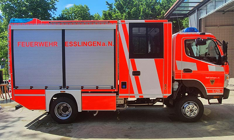 Einsatzfahrzeug der Berufsfeuerwehr Esslingen mit Tagesleuchtfolie foliert Flächen