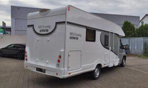 Der Camper mit Streifen und Design beklebt. Wir geben Ihrem Wohnmobil ein neues Aussehen.