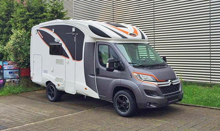 Folierung der Fahrercabine vom dem Camper und Streifen Beklebung mit der Lieblingsfarbe von SJ-Design in Deizsau bei Esslingen Stuttgart
